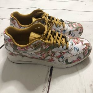 the latest d99fa 76139 Nike Shoes - Womens Nike Air Max 1 Ultra Milan sz 6.5 Floral